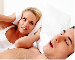 Tratar los ronquidos mejora la calidad de sueño de la pareja