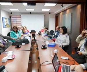 Liron curso de formacion continuada de los odontologos de los centros clinicos oficiales Liron Colombia