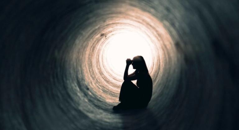 Depresión y sueño: el impacto del ronquido y la apnea de sueño en la salud psicosocial